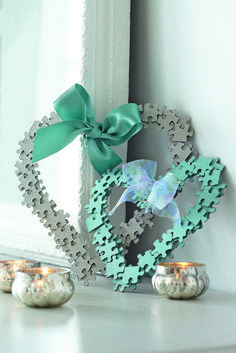 Have some old jigsaw puzzles lying around with missing pieces? These jigsaw hearts are simple to make and are quite pretty for a little girl's bedroom, too. #GirlsBedroom
