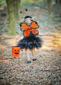 Love the setting for the photo; great idea for taking photos of kids in Halloween costume!