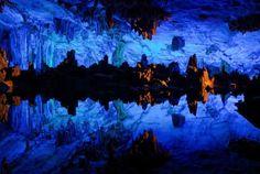 全長240m、7色に染めらた鍾乳洞の超絶美   roomie(ルーミー)
