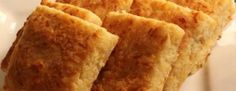 Της Βαρβάρας Μελιδώνη    Προθερμαίνουμε το φούρνο στους 200 βαθμούς. Σε μεγάλο σκεύος, ανακατεύουμε το αλεύρι με το αλάτι, το πιπέρι, το μπέικιν...