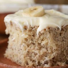 This is, hands down, the BEST banana cake I've ever had. It's soft, fluffy, moist and rich all at the same time! Once cooled this cake is topped with a totally irresistible lemon cream cheese frosting. Cookie Recipes, Dessert Recipes, Picnic Recipes, Baking Desserts, Cake Baking, Health Desserts, Breakfast Recipes, Bolos Low Carb, Coffee Cake Muffins