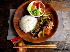 夏野菜と豚こまの甘辛酢炒めと野菜サラダでワンプレート レシピブログ