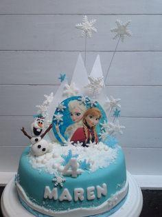 Taarten van Marion | Frozen taart Frozen Sheet Cake, Disney Frozen Cake, Elsa Birthday Cake, Frozen Themed Birthday Party, Tarta Fondant Frozen, Elsa Cakes, Minnie Mouse Cake, Cake Gallery, Celebration Cakes