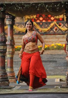 Anushka shetty south Indian tollywood tempting beauty face unseen latest hot sexy images of her body show and navel pics with big cleavage a. Anushka Latest Photos, Anushka Photos, Bollywood Actress Hot Photos, Actress Pics, Bollywood Images, Bollywood Cinema, Indian Bollywood, Most Beautiful Indian Actress, Beautiful Actresses