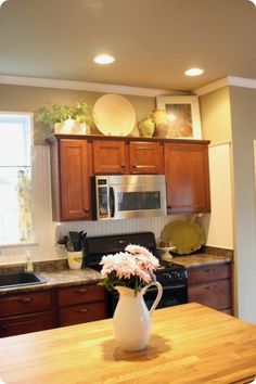 simple decorating above kitchen cabinets. beautiful ideas. Home Design Ideas