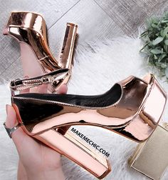 Party Metallic Platform Pumps ROSE GOLD The shoes that every girl wants. Pumps Rose, Pumps Heels, High Heels, Heeled Boots, Shoe Boots, Ankle Boots, Dream Shoes, Crazy Shoes, Cute Shoes