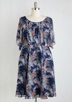 Fiore Your Entertainment Dress in Flora. An outdoor film screening in this navy, boho-inspired frock makes for the perfect date night! #blue #modcloth