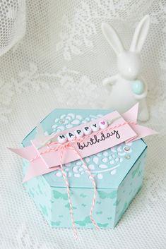 Meine liebe Lisa hatte am 25. März auch mit mir Geburtstag. Wir schenken uns immer eine Kleinigkeit… dieses mal ging das kleine Geschenk nur mit sehr viiiiel Verspätung zu Lisa :(( Aber dafür…