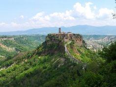 La città di Civita di Bagnoregio è un piccolo borgo che suscita grandi emozioni. Da visitare!