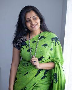 Beautiful Girl Indian, Most Beautiful Indian Actress, Beautiful Saree, Beautiful Women, Indian Beauty Saree, Indian Sarees, Cute Beauty, Women's Beauty, Saree Photoshoot