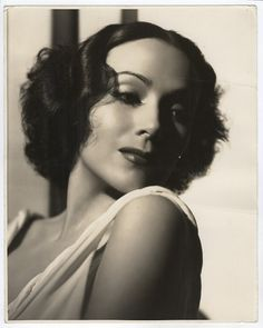 Dolores del Rio a classic beauty!
