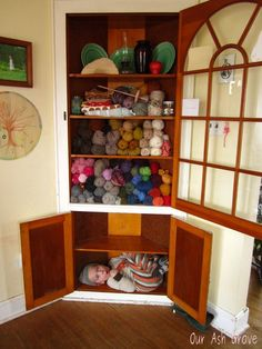 yarn storage. What a beautiful built in corner hutch! And the door... So awesome! If I could find a door, this would be very do-able.