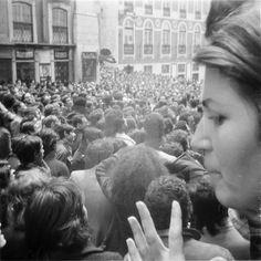 Rua da Misericórdia, 25 de Abril. End of the dictatorship in Portugal. Fotografia de ANA HATHERLY