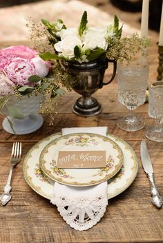 vintage china place setting, photo by Starfish Studios http://ruffledblog.com/tuscany-inspired-wedding-ideas #placesetting #wedding