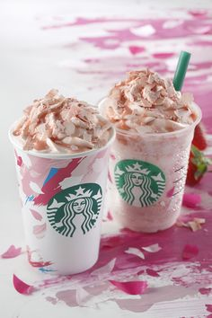 Sakura Blossom Frappuccinos on sale from February in Japan. Spring is on its way. Sweet Coffee, Hot Coffee, Fun Drinks, Yummy Drinks, Beverages, Café Starbucks, Latte, Getting Hungry, Frappuccino