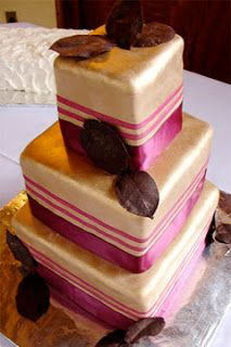 gold and fuchsia wedding cake