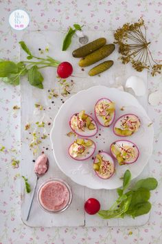 Stuffed Eggs (Jaja faszerowane) I This recipe from Poland calls for eggs, beets and cream cheese. International Recipes, Main Meals, Beets, Gluten Free Recipes, Easter, Vegetables, Stuffed Eggs, Food, Poland