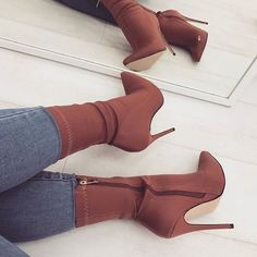 """516 Likes, 2 Comments - Daily Fashion Inspo (@theefashionmogul) on Instagram: """"@simmishoes #styledaily"""""""