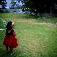 Aninha: Quero ir lá rezar tio Álan #prayer #children #church #love #natureart #nature #shadows #litttle #live #gardener #gardenersworld #pixrlexpress #pixrl #motofoto #igersES #igers #ig_espiritosanto #igs_photos #Gruta #TagsForLikes #look #emotion #arteemfoco #notfilter #thanksGod