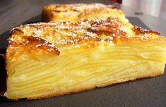 """Un gâteau très léger avec des pommes ultra fondantes Ce gâteau est si riche … A very light cake with ultra-soft apples This cake is so rich in fruit that you can hardly guess the dough, hence the name """"invisible cake"""" This recipe … Sweet Recipes, Cake Recipes, Dessert Recipes, Light Cakes, Thermomix Desserts, Apple Cake, Food Cakes, Love Food, Food And Drink"""