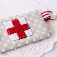 A tutorial to make a handy zippered pouch to hold your emergency first aid supplies.