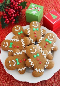 Make homemade christmas cookie recipes for desserts that impress. Party cookies for Christmas, holiday cookie decorating ideas for cute dessert ideas. Christmas Cookie Exchange, Christmas Sweets, Christmas Gingerbread, Noel Christmas, Green Christmas, Gingerbread Man Cookies, Holiday Cookies, Gingerbread Men, Grinch Cookies