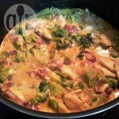 Thaise curry met kip en broccoli Lekker met blue elephant red curry, kippendijtjes, 20m stoven