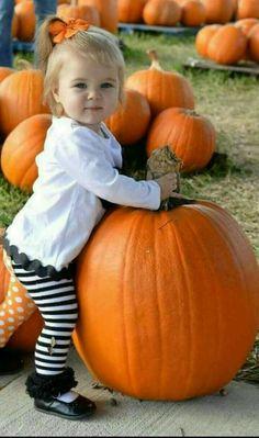 How cute is this!?????SOOOO CUTE! Little Pumpkin <3