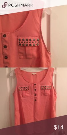 Pearl blouse with pockets. Loose fitting and light weight. Good condition Tops Blouses