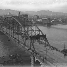 #TBT to March 1917 with this view of the 6th Street bridge from the Bessemer Building in downtown Pittsburgh. This bridge was replaced in 1928 with the current one, known now as the Roberto Clemente Bridge. The Bessemer Building was demolished in 1964. Today's #throwbackthursday photo is from the F. Theodore Wagner Photographs, Detre Library & Archives at the History Center. #bridge #bridges #pittsburgh #pittsburghbridges #downtownpittsburgh #rivers #skyline #cityscape #pittsburghhistory…