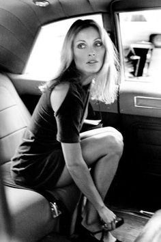 18 vintage celebrity photos taken by iconic paparazzo Ron Galella: Sharon Tate, 1967 Indie Fashion, Fashion Trends, Fashion Beauty, Classic Beauty, Iconic Beauty, Beauty Style, Classic Style, Jane Birkin, Rosemary's Baby