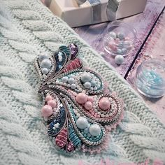 Do It Yourself Antique Brooch Bead Embroidery Tutorial, Bead Embroidery Patterns, Bead Embroidery Jewelry, Fabric Jewelry, Hand Embroidery Designs, Beaded Embroidery, Handmade Beaded Jewelry, Brooches Handmade, Diy Accessoires