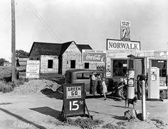 Riverbank Gas Station, Dorothea Lange – 1940. teaching visualizing