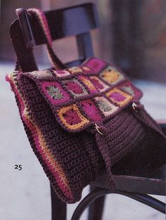 ideas for crochet granny square bag pattern libraries Crochet Messenger Bag, Messenger Bag Patterns, Purse Patterns, Afghan Patterns, Square Patterns, Messenger Bags, Knitting Patterns, Sewing Patterns, Grannies Crochet