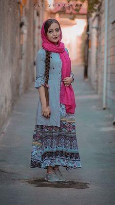 تیپ تابستانه دخترانه ایرانی تیپ اسپرت تابستانی دخترانه Stylish Dresses, Women's Fashion Dresses, Hijab Fashion, Iranian Women Fashion, Ethnic Fashion, Iran Girls, Fashion Models, Girl Fashion, Persian Beauties