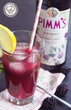 A delicious, refreshing cocktail, with blackberries, mint and delicious Pimm's. This sundowner will please you, even after sunset. Best Gin Cocktails, Refreshing Cocktails, Summer Cocktails, Cocktail Drinks, Cocktail Recipes, Alcoholic Drinks, Pimms Drink, Champagne Cocktail, Kool Aid