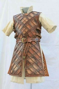 DeviantArt: More Collections Like LARP Leather Armor - Phase 2 by Astanael Larp Armor, Medieval Armor, Viking Armor, Viking Garb, Armor Clothing, Medieval Clothing, Ned Stark, Crea Cuir, Costume Armour