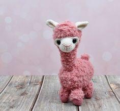 Amigurumi Bunny- Free Pattern (Amigurumi Free Patterns) - Crochet and Knitting Patterns Crochet Easter, Crochet Bunny, Crochet Animals, Diy Crochet, Crochet Toys, Baby Alpaca, Crochet Hedgehog, Kawaii Crochet, Crochet Market Bag