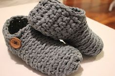 Virkatut tossukat - just a picture of fabric yarn slippers. I like the button decoration. Crochet Adult Hat, Crochet Slippers, Crochet Stitches, Knit Crochet, Sewing Patterns, Crochet Patterns, Fabric Yarn, Arm Knitting, Knitted Blankets