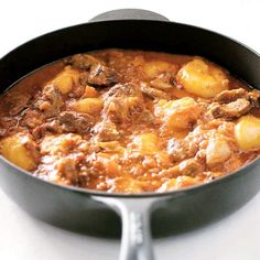 South African best-selling cookbook author and chef Cass Abrahams shares her recipe for a spicy Cape Malay bredie (stew) that can be made with mutton or chicken. South African Dishes, South African Recipes, Ethnic Recipes, Mutton Stew Recipe, Chakalaka Recipe, Dutch Oven Recipes, Jamaican Recipes, Coffee Recipes, International Recipes