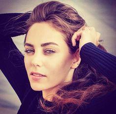 🕳🕳🕳🕳🕳💣💣💣💣💣💤💤💤🗯🗯🗯🗯🗯ÖYKÜ KARAYEL💢💢💢💢💢💢💢 Turkish Beauty, Famous Stars, Becky G, Turkish Actors, Celebs, Celebrities, Pretty Woman, Actors & Actresses, Beautiful Women