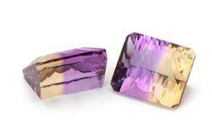 Ametrin Edelsteine sind eine Mischung aus violetten Amethysten und gelbgoldenen Citrinen