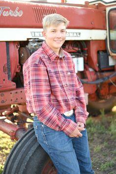View this gorgeous Colorado senior session. Tractor Senior Pictures, Summer Senior Pictures, Country Senior Pictures, Senior Photos, Senior Portraits, Teenager Photography, Senior Photography, Country Boys, Country Life