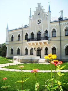 Castelul de Ruginoasa, Iași - România Peles Castle, Chateaus, Medieval Town, Architecture Old, Tuscany Italy, Bucharest, Forts, Eastern Europe, Palaces