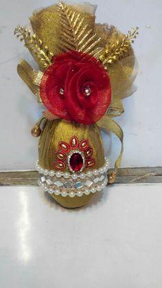 Garland Wedding, Wedding Decorations, Coconut Decoration, Engagement Ring Platter, Diwali Decoration Items, Creative Wedding Gifts, Saree Kuchu Designs, Indian Wedding Favors, Wedding Gift Wrapping