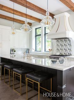 See how designer Cynthia Soda brings an outdated home into the present with a striking black and white palette and a new floor plan. Diy Kitchen, Kitchen Decor, Kitchen Design, Kitchen Ideas, Kitchen Inspiration, Luxury Kitchens, Cool Kitchens, H Design, Beautiful Kitchens
