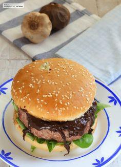 Esta hamburguesa de buey al ajo negro, es una auténtica delicia, ya que los sabores típicos del ajo negro y su aroma que recuerda al…