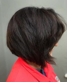 No need to ditch those thick tresses when you've got options like these! Keep on reading for the niftiest bob haircuts for thick hair! Cute Bob Haircuts, Choppy Bob Hairstyles, Latest Hairstyles, Easy Hairstyles, Haircut For Thick Hair, Wavy Hair, Her Hair, Balayage Highlights, Wand Curls