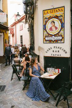 Street in Sevilla, Spain Malaga, Spain Honeymoon, Sites Touristiques, Spain Fashion, Italy Fashion, Look Street Style, Seville Spain, Toledo Spain, Andalusia Spain