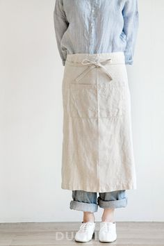linen is a great fabric in that it creases in a beautiful way. would look particularly nice in a small half apron. Textiles, Cafe Uniform, Staff Uniforms, Fog Linen, Uniform Design, Linen Apron, Mode Chic, Apron Designs, Half Apron